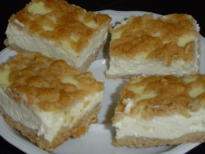 עוגת גבינה בפירורים זהובים נמסה ורכה כמו בסיפורים