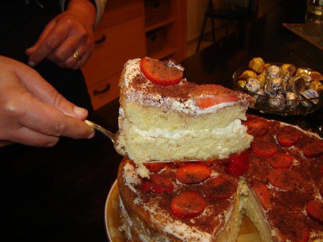 dsc00381 - עוגת תותים בקרם וציפוי תותים
