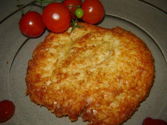 פתיתי תפוחי אדמה - שניצל עוף מטוגן בפתיתי תפוחי אדמה