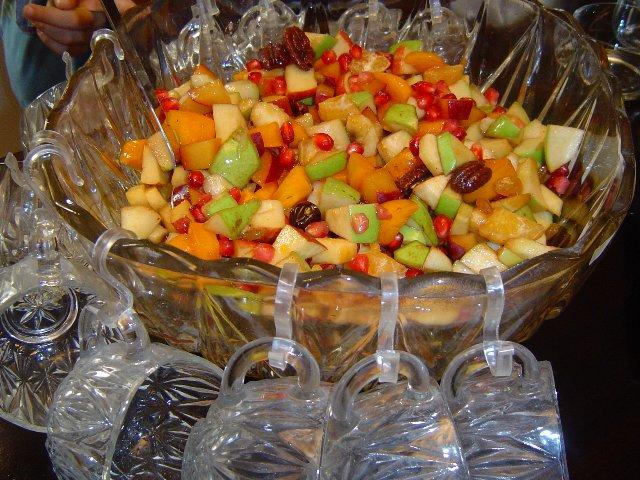 24741289 - סלט פירות צבעוני וחגיגי