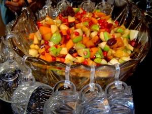 סלט פירות צבעוני וחגיגי