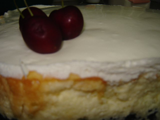 עוגת גבינה אפויה-ציפוי שמנת חמוצה