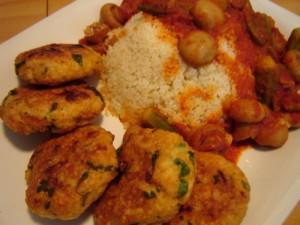 קציצות בשר וקוסקוס ברוטב ירקות אדום