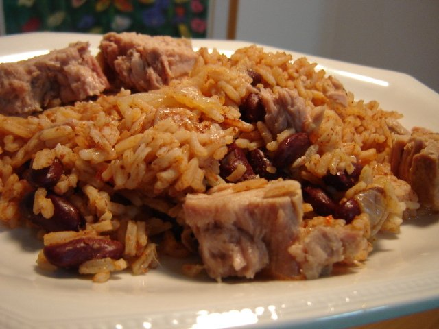 אורז עם שעועית צ'ילי וטונה