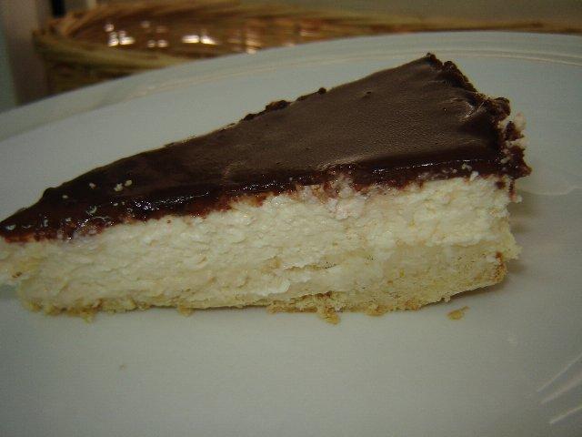 עוגת קרם גבינה וקוקוס בציפוי גנאש