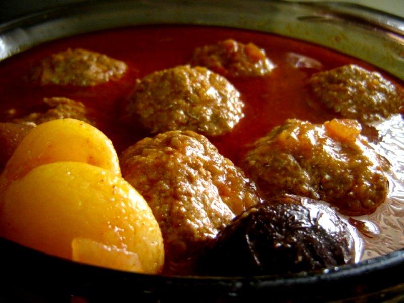בלי מתכון - כדורי בשר עם פירות יבשים וירקות שורש