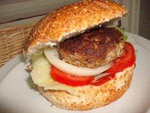 המבורגר ולחמניות תוצרי בית של פירגה