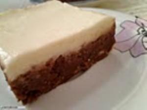 עוגת כדורי שוקולד וחלבה בציפוי קרם גבינה