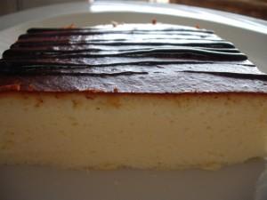 עוגת גבינה מוקצפת עם שמנת מתוקה