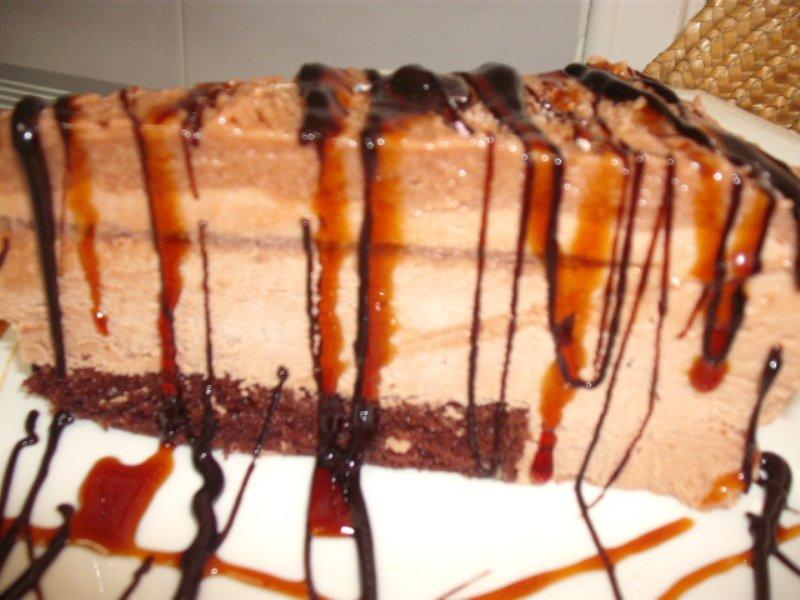 DSCF5144 800x600 - עוגת מוס קשיו שוקולד וקרם קרמל