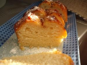 עוגת מיץ תפוחים ברוטב קינמון ודבש