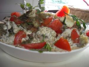 סלט חצילים עם עגבניה טחינה ושום