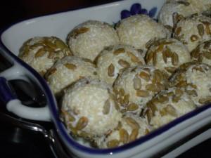 כדורי גבינות בטעמים נפלאים לאירוח