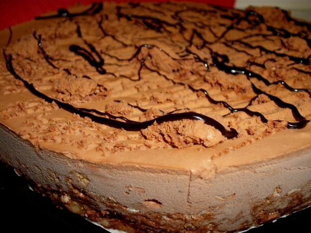 dscf7368 1 - עוגת שקדים ממולאת במוס שוקולד