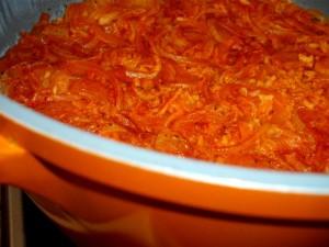 אורז אדום בבצל גזר ועגבנייה