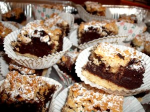 dscf7944 300x225 - עוגת מוס שוקולד, אגוזים, חלבה ופירות יבשים - אפוי