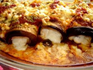 גלילות חצילים בגבינה וברוטב פיצה