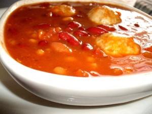 מרק שעועית אדום עם קניידלך