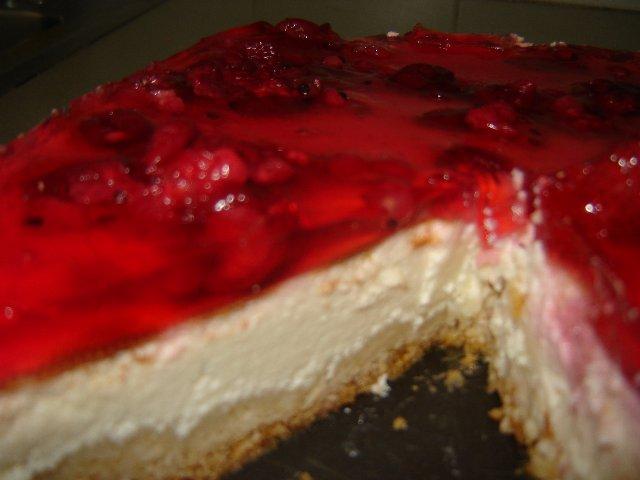 קעריות שלמה גל - עוגת גבינה בציפוי תותים וג'לי