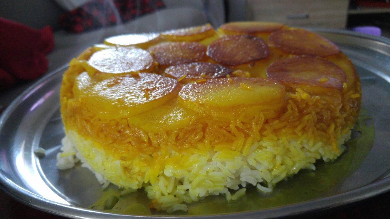 122 - אורז פרסי עם כורכום על תחתית תפוחי אדמה