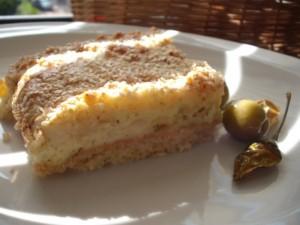 עוגת גבינה מלוחה עם פירורים