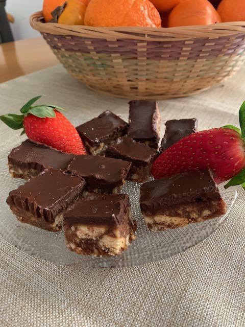 cid 1C6EE4EA 5CE0 4FA9 AE6E 40075EAA187D - ממתק תמרים ושוקולד